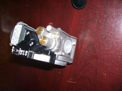 Gemini combination gas valve model 36G54